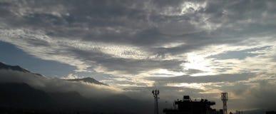 Ultra Piękny chmury i gór widok z lotu ptaka Fotografia Royalty Free