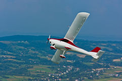 Ultralight flygplan i flykten Arkivfoto