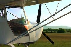 Ultralight samolot w zmierzchu obrazy royalty free