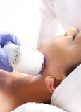 Ultraljud kvinna på kosmetologen Arkivbild