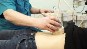 Ultraljudundersökning av kroppen för avsikt av diagnosmagen lager videofilmer