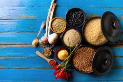 Ultramarinos apetitoso sabroso hermoso de las especias de los ingredientes para Cookin Imagenes de archivo