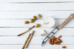 Ultramarinos deliciosos en la tabla blanca Foto de archivo libre de regalías