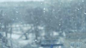 Ultrarapid av fallande snö Suddig vinterbakgrund snöa dröm vitt kallt väder Vintersnöfall Skjuta på stock video