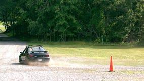 Ultrarapidbil på grus stock video