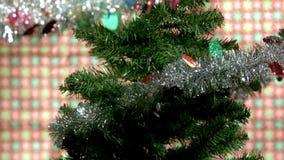 Ultrarapidgirland på julträd stock video