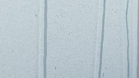 Ultrarapidmakrolängd i fot räknat av vattensmå droppar som slår en vit yttersida arkivfilmer