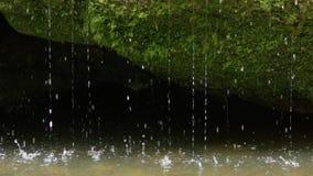 Ultrarapidvårvatten som dreglar in i floden, RÖD 4K