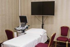 Ultraschallausbildungsüberprüfungsecke, Extramonitor, Bett, Stuhl stockfotografie
