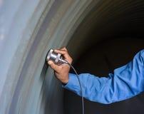 Ultraschallprüfung, zum von Unvollkommenheit oder von Defekt von Wand thickne zu ermitteln lizenzfreie stockbilder