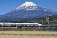 Ultrasnelle trein en Fuji-Berg Stock Foto