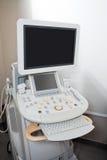 Ultrasone klankmachine bij Kliniek stock afbeeldingen