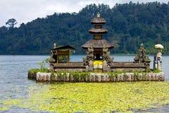 Ulu Danu Bratan Temple sub Fotografía de archivo