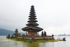 Ulu Danu In The Lake Fotografía de archivo