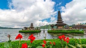 Ulun Danu tempelkomplex på sjön Bratan Royaltyfri Foto