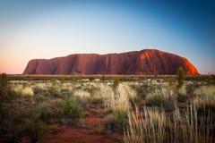 Uluru στην ανατολή Στοκ φωτογραφία με δικαίωμα ελεύθερης χρήσης