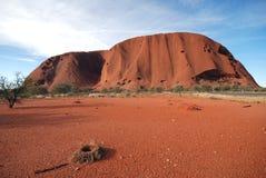 Uluru con el préstamo Imagen de archivo libre de regalías
