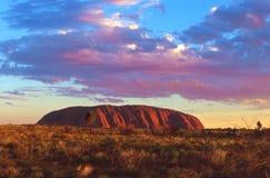 Uluru en la puesta del sol Fotos de archivo libres de regalías
