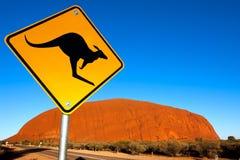 uluru för Australien kängurutecken Arkivbild