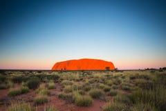 Uluru no por do sol imagens de stock royalty free