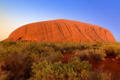 Uluru, roca de Ayers, en la salida del sol Imágenes de archivo libres de regalías