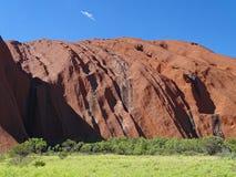 Uluru, territoire du nord, Australie 02/22/18 Arêtes et découpes dans le côté de la roche photographie stock libre de droits