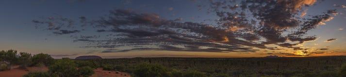 Uluru y Kata Tjuta en la puesta del sol fotografía de archivo libre de regalías