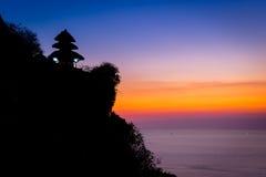 Uluwatu寺庙剪影 免版税图库摄影