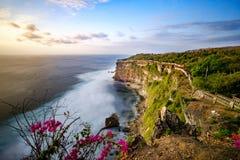 Uluwatu峭壁在巴厘岛 图库摄影