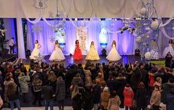 ULYANOVSK RYSSLAND, DECEMBER 03, 2016: Fröcken Ulyanovsk för skönhetstrid i galleria på December 03, 2016 i Ulyanovsk, Ryssland Arkivfoto