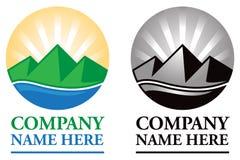Logotipo do nascer do sol da montanha Foto de Stock