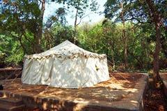 Um acampamento da selva imagem de stock