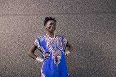 Um, adulto novo, americano do africano negro, mulher, 20-29 anos, lo Imagens de Stock