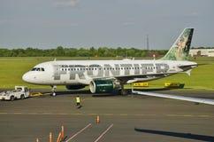 Um Airbus A319 de Frontier Airlines Foto de Stock Royalty Free