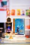 Um Aladdin 2019 artigos relativos à promoção tais como o recipiente da pipoca e o recipiente de refresco fotografia de stock royalty free