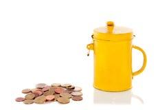 Um amarelo coleta o barramento com moedas Imagem de Stock Royalty Free