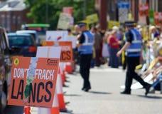 Um anti-Fracking sinal no protesto em Preston Imagem de Stock
