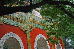 Um Archway vitrificado em um templo de Chinse Fotografia de Stock Royalty Free