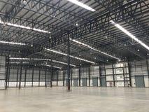 Um armazém é uma construção comercial para o armazenamento dos bens Imagens de Stock