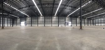 Um armazém é uma construção comercial para o armazenamento dos bens Fotografia de Stock Royalty Free