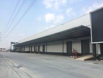 Um armazém é uma construção comercial para o armazenamento dos bens Imagem de Stock