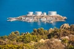 Um armazenamento de óleo principal e uma facilidade terminal, Creta, Grécia imagem de stock