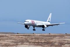 Um avião comercial Boeing 757-200 Imagens de Stock