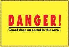 Um aviso amarelo brilhante do sinal do perigo sobre cães na patrulha As fontes são vermelhas e pretas na cor ilustração do vetor