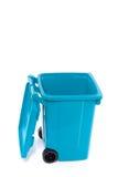 Um azul recicl o escaninho Fotos de Stock Royalty Free