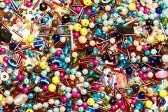 Um backgruond de todas as sortes de peaces do jewelery Imagens de Stock