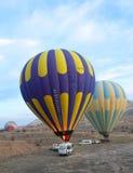 Um balão que prepara-se para a partida, Cappadocia Foto de Stock Royalty Free
