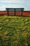 Um banco de parque ao lado do oceano Imagem de Stock Royalty Free