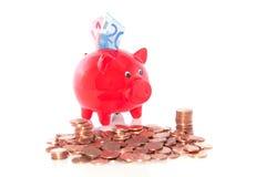 Um banco piggy vermelho com Imagem de Stock Royalty Free