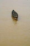 Um barco de madeira pequeno fotografia de stock royalty free